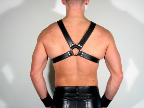 R&Co Y-Harness in Soft Leather Black Piping + Inlay