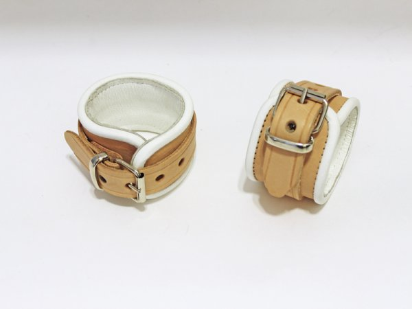 R&Co Natural Brown Wrist Restraints + White Piping Small