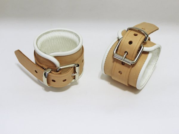 R&Co Natural Brown Wrist Restraints + White Piping Normal
