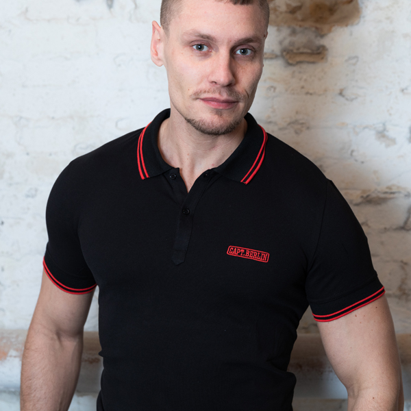 Capt. Berlin Polo-Shirt Black + Stripes Red